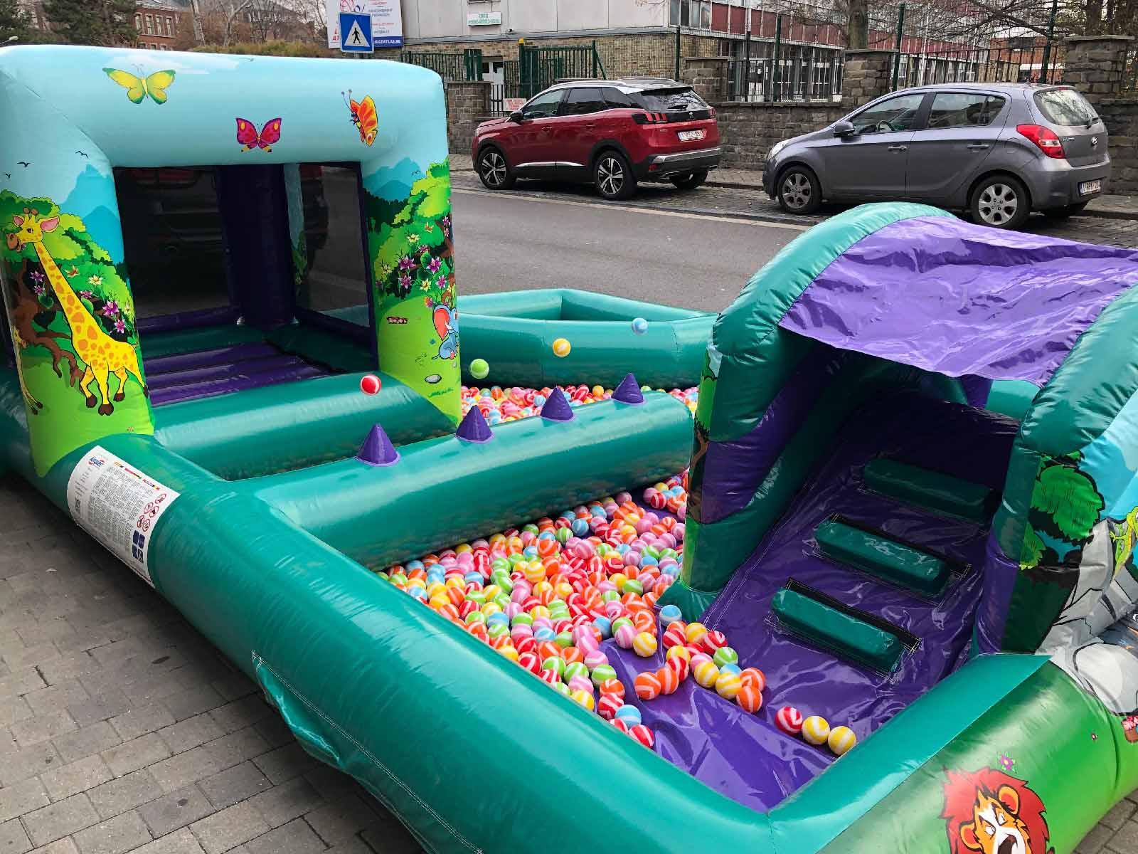 petits chateaux gonflables piscine a boules